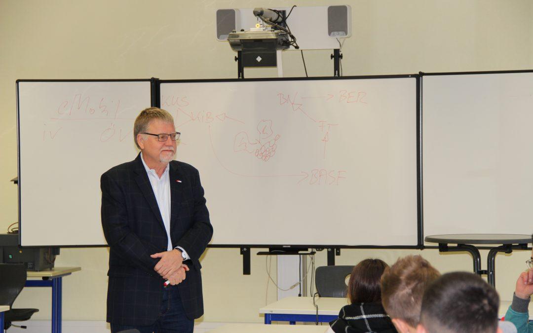Politik hautnah – Bundestagsabgeordneter Gustav Herzog besucht die BBS I Technik