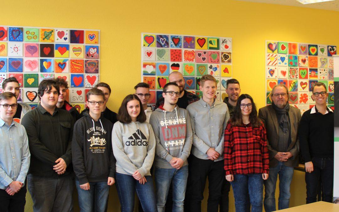 Schüler/-innen der BBS I Technik spenden – FCK -Spieler Christian Kühlwetter unterstützt