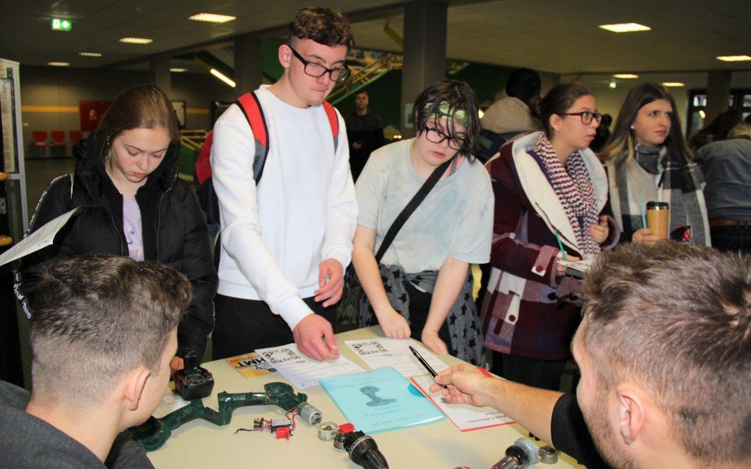 Realschüler informieren sich über Möglichkeiten der schulischen Weiterbildung an der BBS I Technik