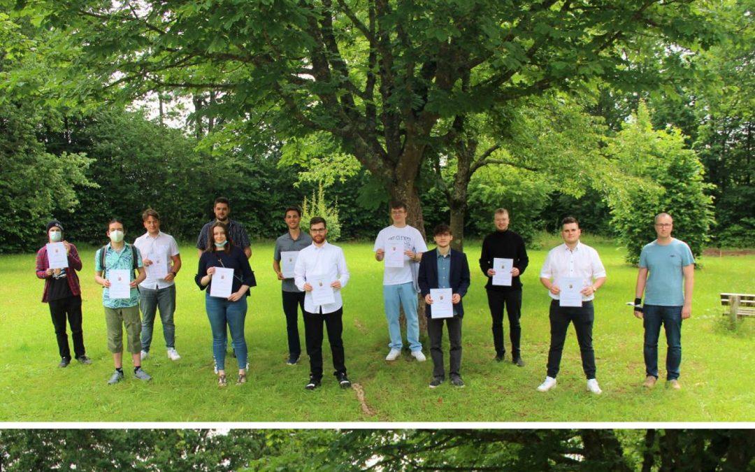 Abiturientinnen und Abiturienten des Technischen Gymnasiums erhalten die Allgemeine Hochschulreife